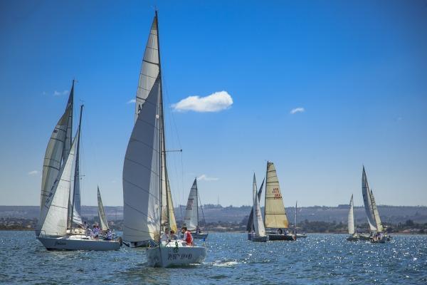 Participam da competição 25 embarcações