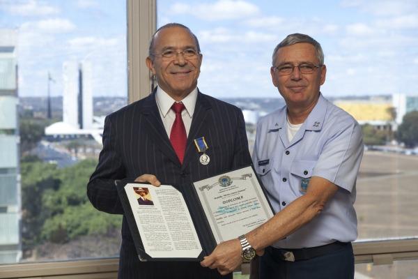 O encontro entre o ministro e o Comandante da Aeronáutica foi realizado nesta segunda (25/07) em Brasília