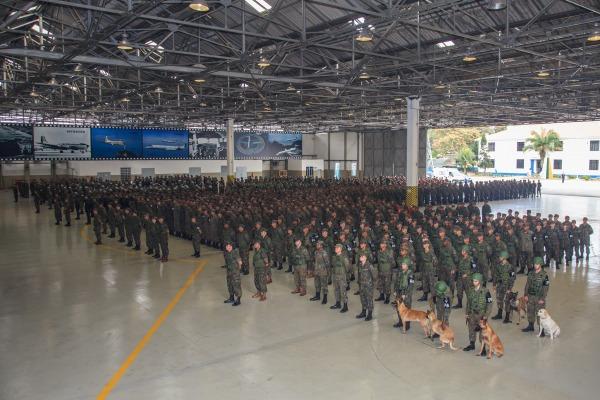 Tenente-Brigadeiro Machado esteve no Aeroporto do Galeão e nas vias públicas de acesso ocupadas pela FAB na Olimpíada