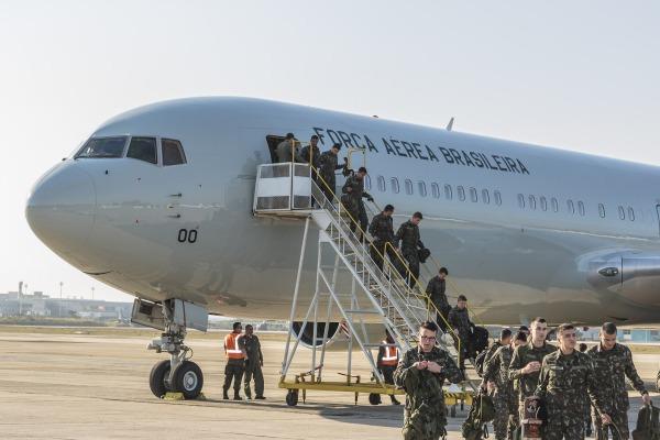 Cerca de mil militares já foram transportados pelo Esquadrão Corsário ao Rio de Janeiro