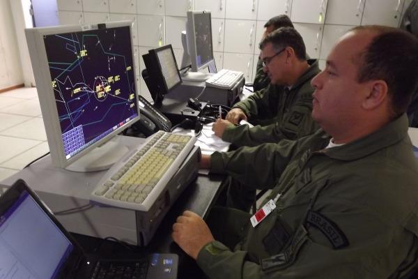 Os equipamentos que auxiliam o gerenciamento do espaço aéreo são monitorados 24h