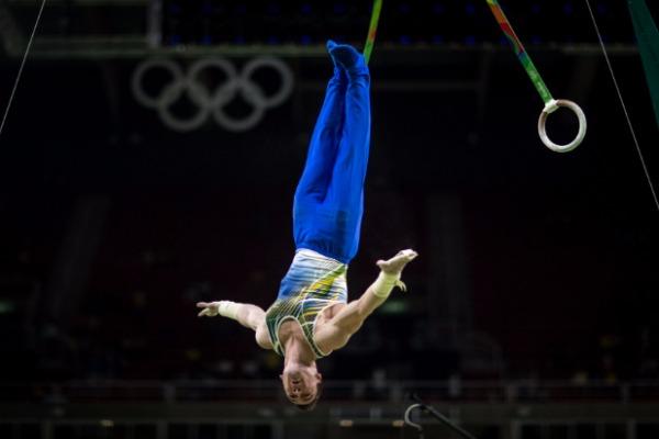 Sargentos Arthur Zanetti e Arthur Nory são promessas de medalha na competição individual