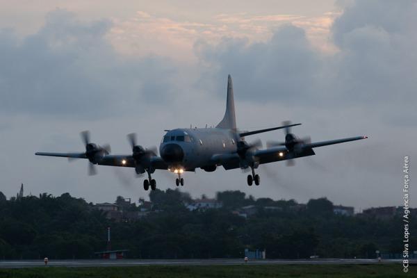 Os P-3 AM participam de diversas missões, como patrulha marítima e reconhecimento eletrônico