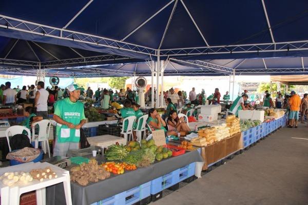 Feira reúne produtores de cerca de 15 municípios do AM