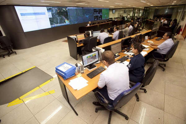 Operações aéreas são monitoradas 24 horas por dia pelo Centro de Gerenciamento da Navegação Aérea (CGNA)