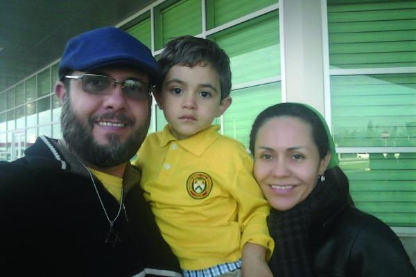 Bruce, a esposa e o filho vivem, agora, no Espírito Santo / Arquivo Pessoal
