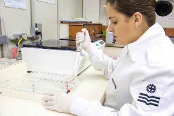 Laboratório do Hospital de Aeronáutica de Canoas teve mais de 90% de assertividade nos exames durante o ano