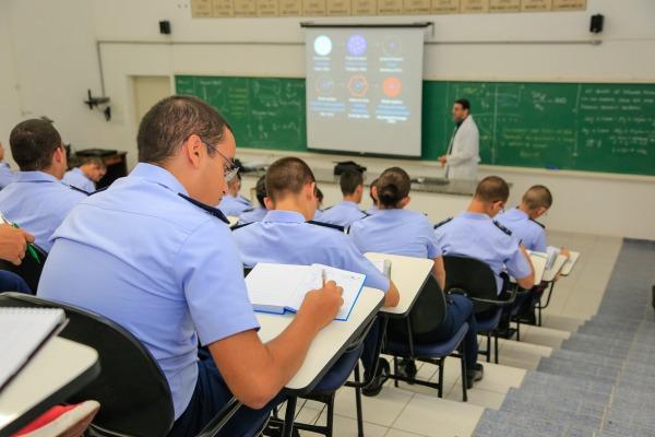 São oferecidas 110 vagas para seis especialidades na área de engenharia