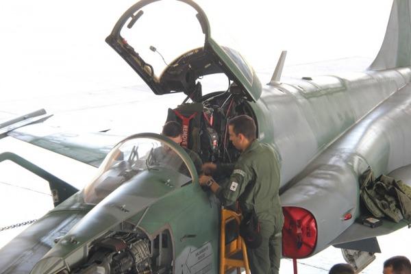 Cadetes conheceram aeronaves utilizadas na Amazônia Ocidental