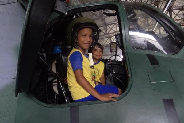 Cerca de 65 crianças vivenciaram um pouco da rotina dos militares da FAB