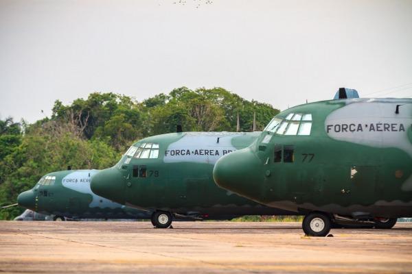 Em cada avião estarão embarcados oito tripulantes. Também está confirmada a presença de dois membros do CENIPA