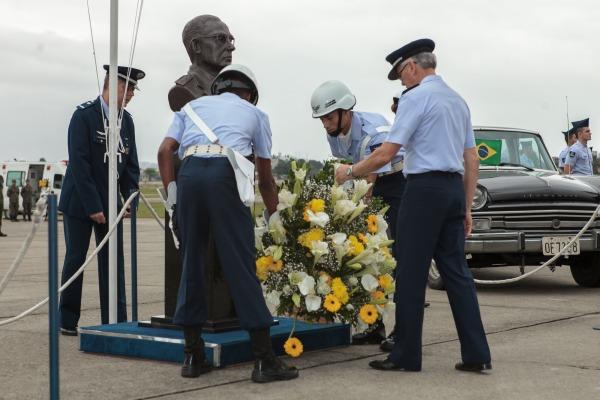 Cerimônia realizada no Campo dos Afonsos marca o 120º aniversário de Marechal do Ar Eduardo Gomes