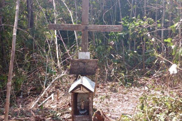 Imagem foi colocada no local como homenagem às vítimas