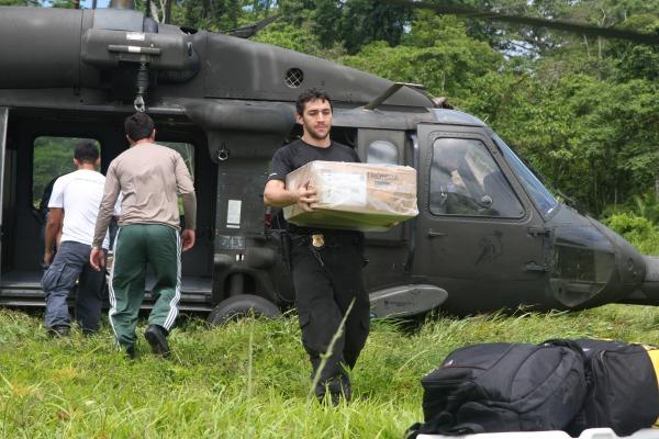 Serão usados quatro helicópteros H-60 Black Hawk e H-36 Caracal. Outros três aviões estarão de sobreaviso para transporte de tropas de GLO