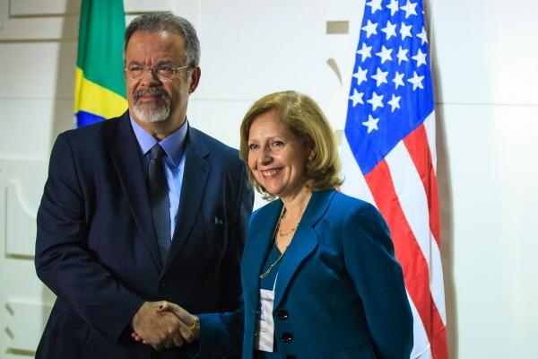 Vínculo consolidado entre as Forças Armadas fortifica aproximação comercial, afirma a embaixadora dos EUA