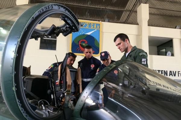 Treinamento enfatizou técnicas de abordagem de aeronaves para resgate da tripulação em caso de acidentes