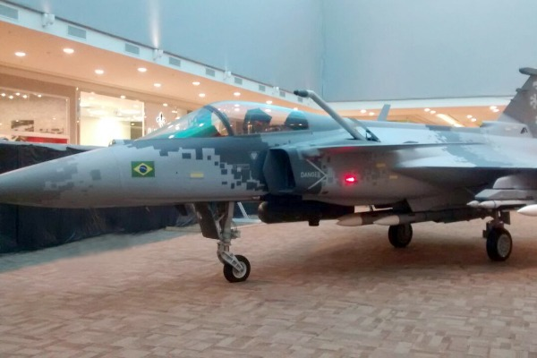 Réplica do Gripen NG ficará exposta entre os dias 04 e 15 de outubro no Ribeirão Shopping