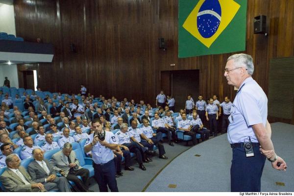 Palestra contou com a presença de futuros comandantes de organizações, além de ex-ministros e ex-comandantes da Aeronáutica