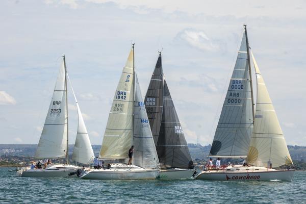 Competição foi realizada no Lago Paranoá com a participação de 30 veleiros