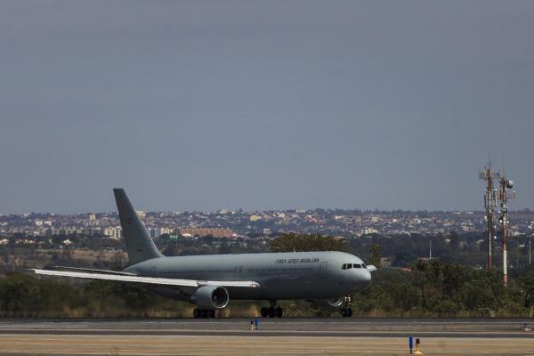 A Força Aérea também vai levar alimentos e outros ítens de primeira necessidade para o país caribenho