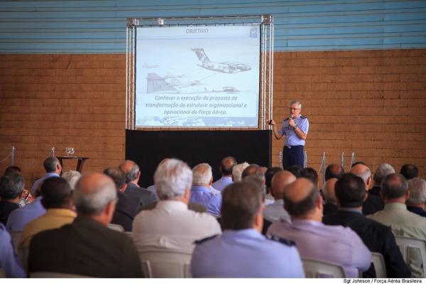 Tenente-Brigadeiro Rossato encerrou seu ciclo de palestras a militares da ativa e da reserva com apresentação em Brasília