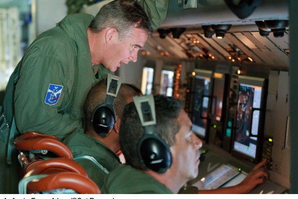Coordenador tático a bordo da aeronave P-3 Orion