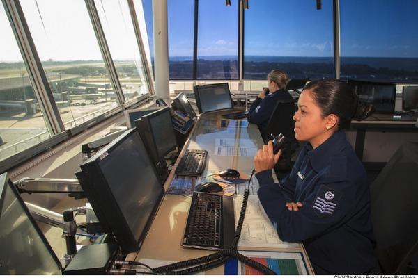 Conheça a história dos controladores de Pirassununga que evitaram um acidente aéreo e receberam homenagem dos pilotos