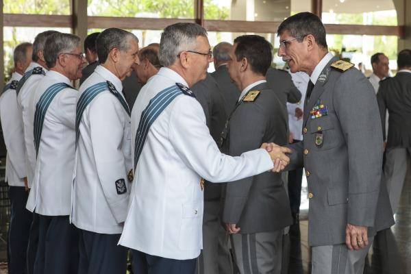 Tenente-Brigadeiro Rossato recebeu os cumprimentos pela data