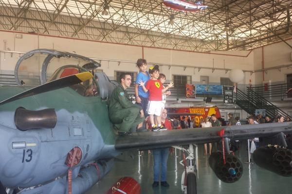 Programação contou com a exposição de aeronaves e equipamentos militares