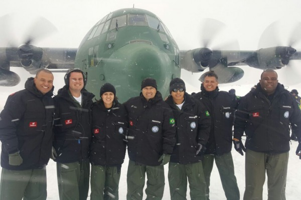 Vento forte, pouca visibilidade e muita neve fazem parte das missões na Antártica
