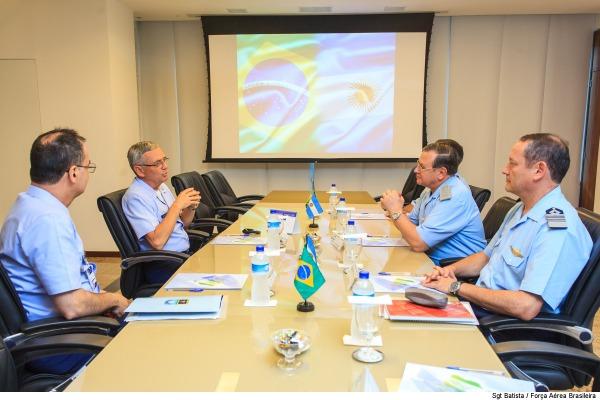 Reunião entre os comandantes das Forças Aéreas do Brasil e da Argentina foi realizada em Brasília (DF)