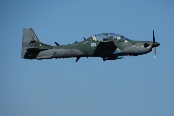 Ensaio em voo foi uma das últimas etapas no processo de certificação para emprego da bomba BAFG-120 no Super Tucano