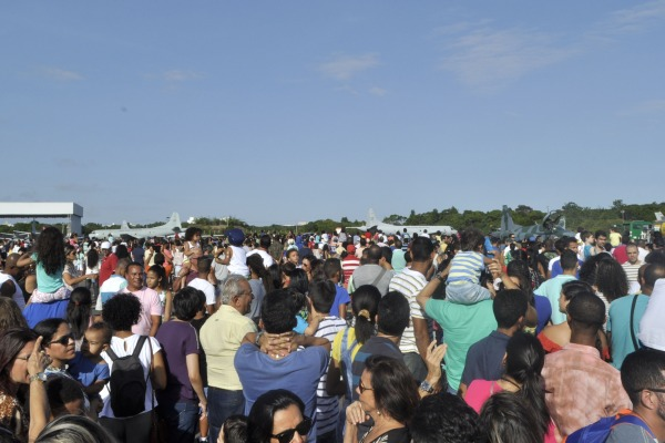 O público pôde conferir de perto várias aeronaves utilizadas pela FAB em suas missões