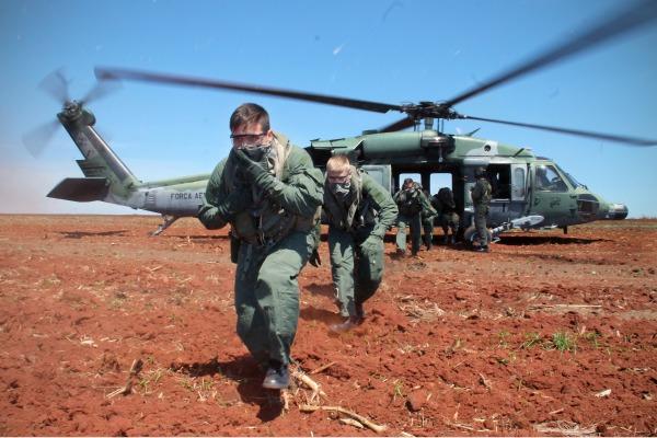 O treinamento é realizado com cadetes do quarto ano da Academia da Força Aérea