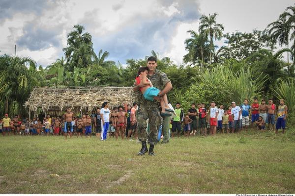 Logística aérea possibilita que ONG Expedicionários da Saúde realize cirurgias em comunidades indígenas do Alto do Rio Negro