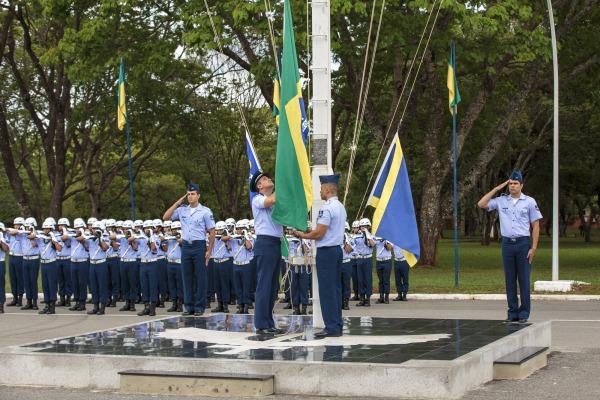 Durante a solenidade, as bandeiras inservíveis foram incineradas