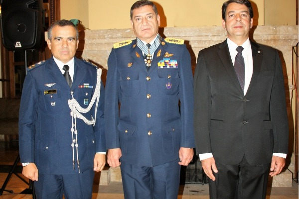 Imposição foi realizada em cerimônia ocorrida na cidade de Quito