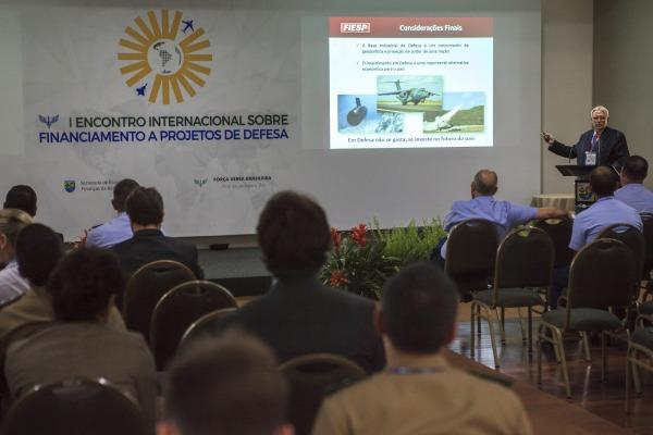 Diretor do Comdefesa defende alternativa para que os projetos brasileiros tenham continuidade