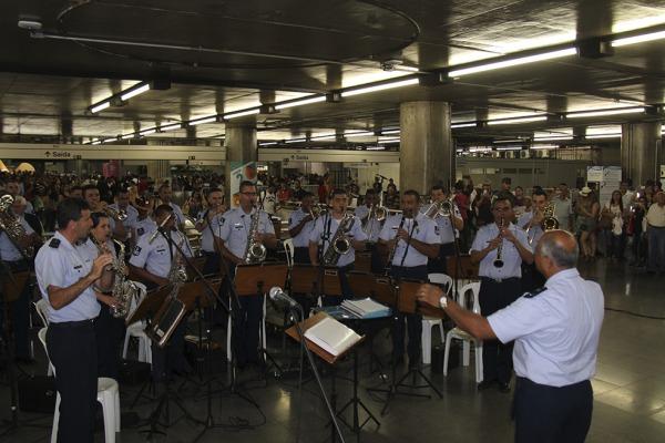 Atração abriu programação natalidade da cidade paulista; música popular dominou repertório