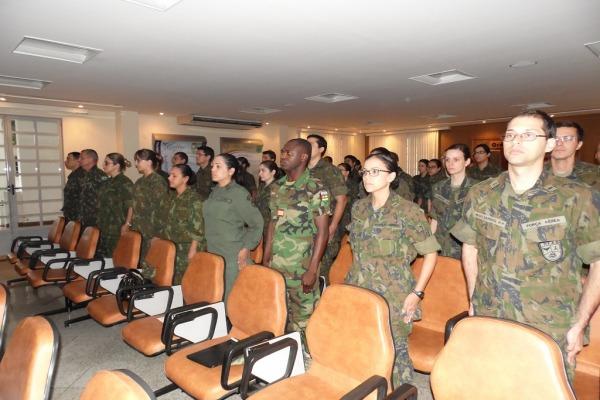 FAB forma 43 oficiais em medicina aeroespacial