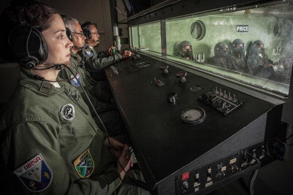 Médicos são preparados para atuar em esquadrões de voo