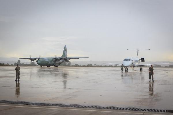 Um C-99 e dois C-130 foram utilizados no transporte