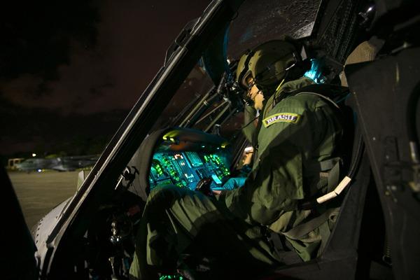 Com apendicite, grego de 20 anos foi transportado de helicóptero até Pelotas (RS)