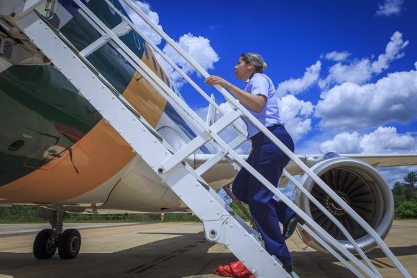 Capitão Carla Borges integra time de pilotos que se revezam no comando do Airbus A-319