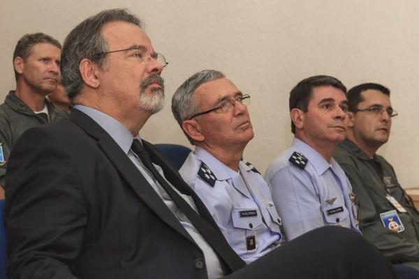 Raul Jungmann conheceu na terça-feira (17/01) o Centro de Operações Espaciais em Brasília, responsável pela operação do SGDC
