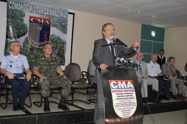A reunião também contou com a presença dos comandantes da Forças Armadas brasileiras