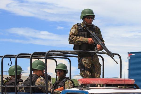 Mais de 100 militares e oito aeronaves foram envolvidas na missão