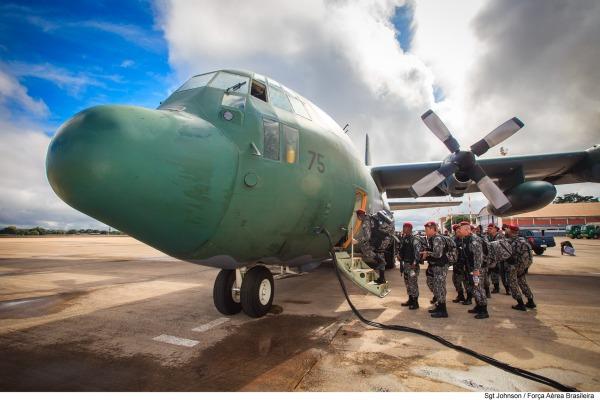 Além do Hércules, oito aeronaves foram empregadas