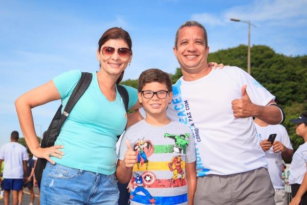 Flávia com o filho Guilherme e o esposo Márcio
