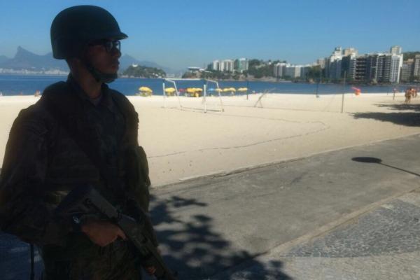 Eles realizam patrulhamentos no município de Niterói